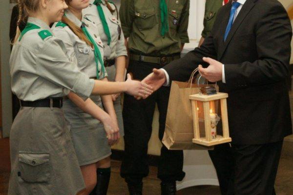 Przyjęcie wresorcie rolnictwa odharcerzy zZHP Betlejemskiego Światełka Pokoju